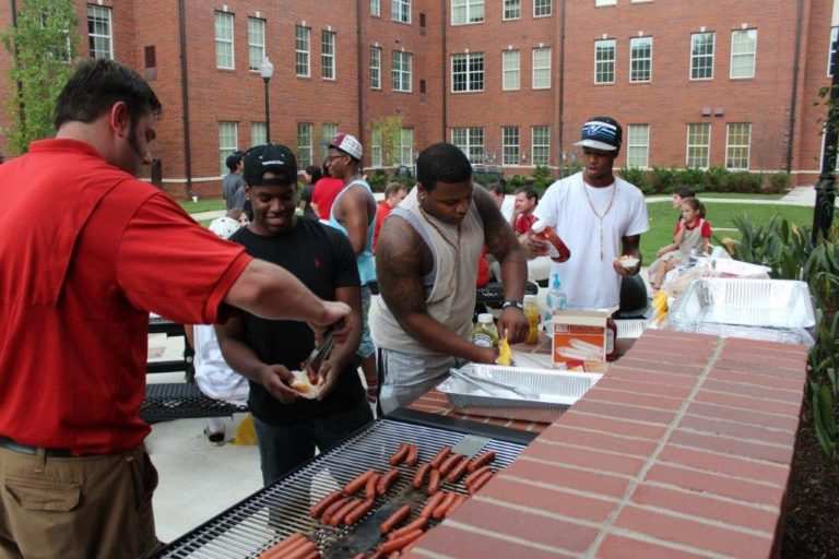 RISE team members going the renewal-earning extra mile to serve residents a quick meal on move-in day